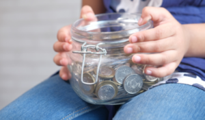 """4 in 5 parents saving """"exclusively in cash"""" for their children"""